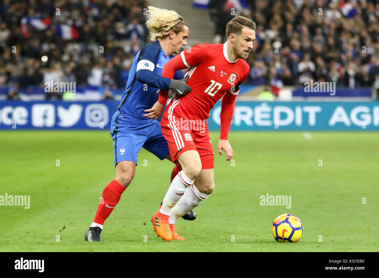 Paris France 10th Nov 2017 Aaron Ramsey in action during the
