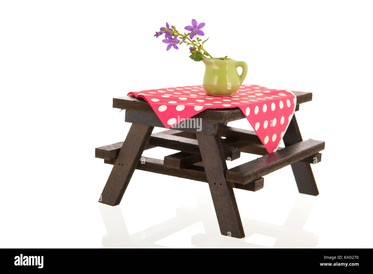 Picnic table with vase flowers stock photo 165410084 alamy picnic table with vase flowers reviewsmspy