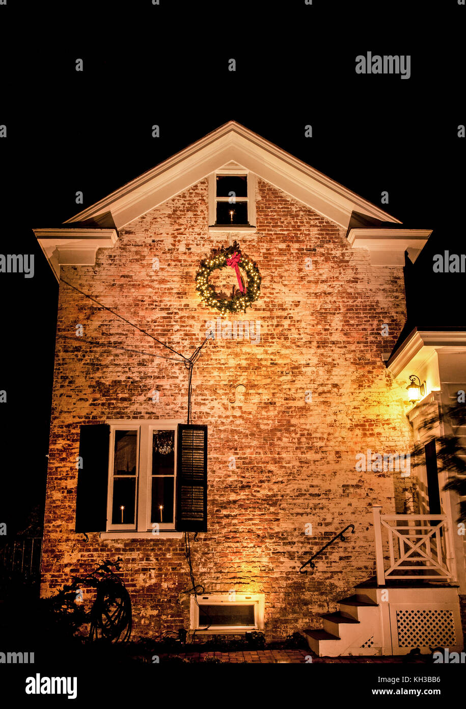 Christmas lights house exterior stock photos christmas lights house exterior stock images alamy for Christmas lights for house exterior