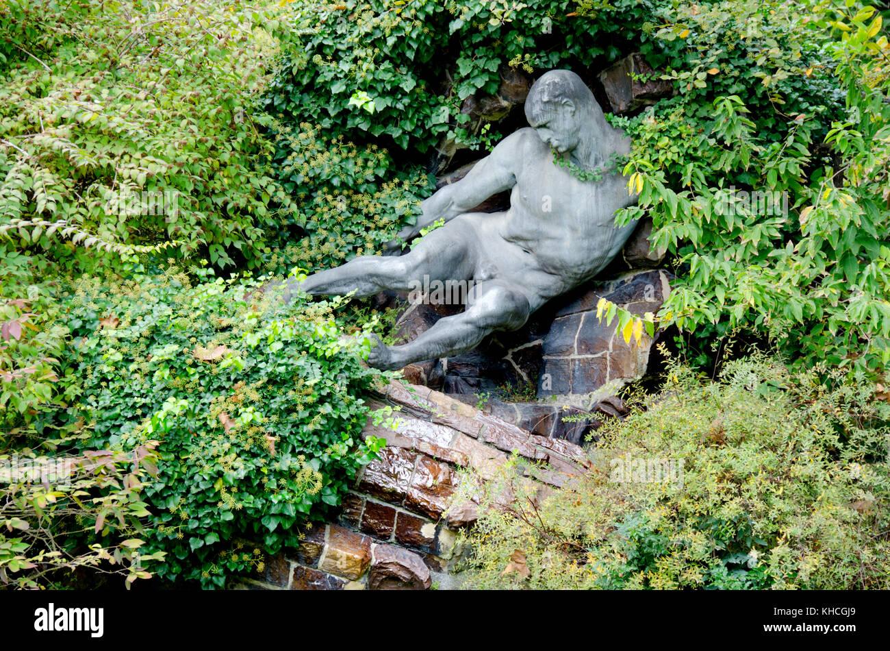 Hercules statue bronze stock photos hercules statue for Jardin wallenstein
