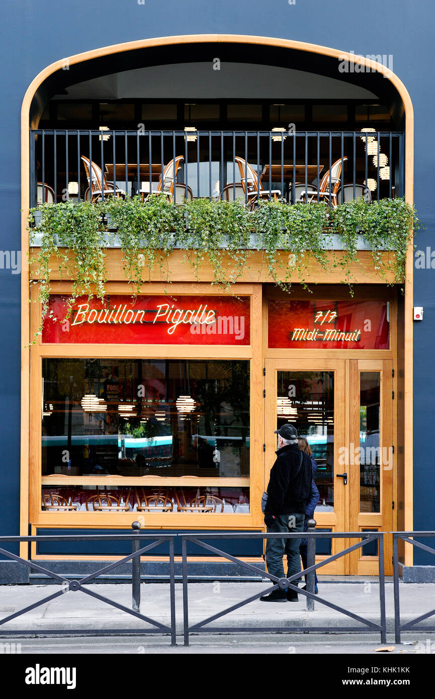 Pigalle stock photos pigalle stock images alamy for Restaurant miroir paris 18