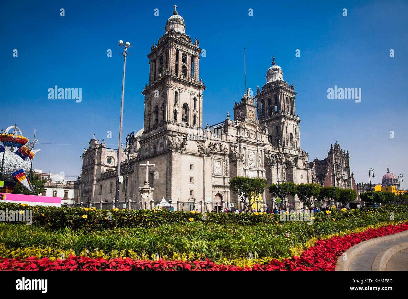 Zocalo mexico city flag cathedral stock photos zocalo - Zocalo exterior ...