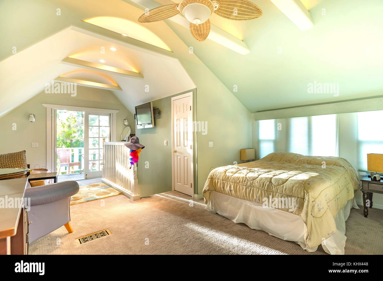 Bright, open and warm loft with vaulted ceilings in Southern Stock ...