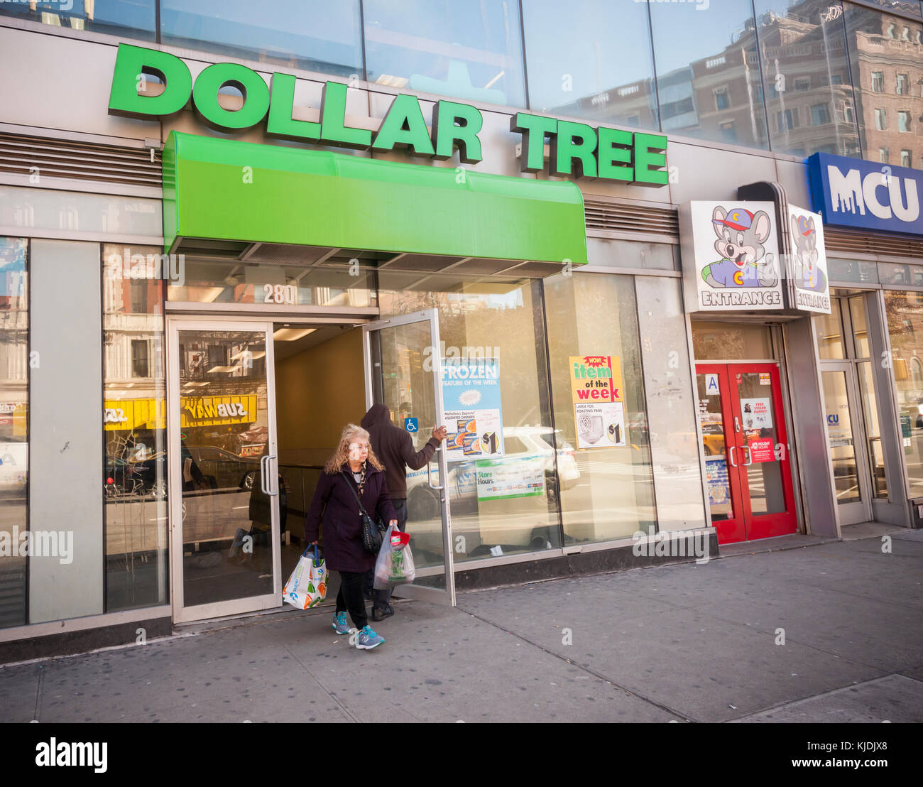 Dollar Tree Store Locator Inc: Dollar Tree Store Stock Photos & Dollar Tree Store Stock