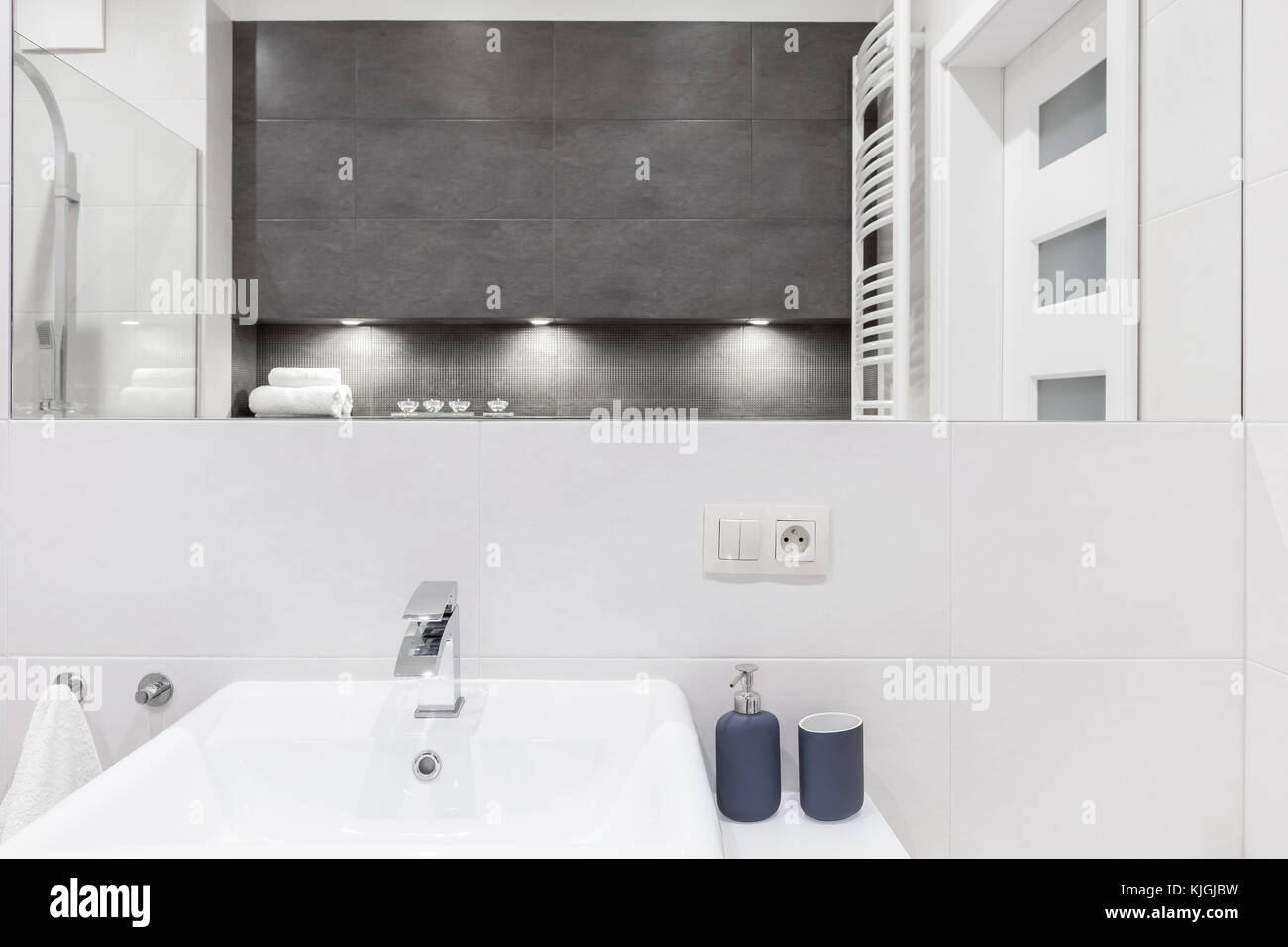 Fine Ceramic Sink In Contemporary White And Gray Tiled Bathroom Download Free Architecture Designs Jebrpmadebymaigaardcom