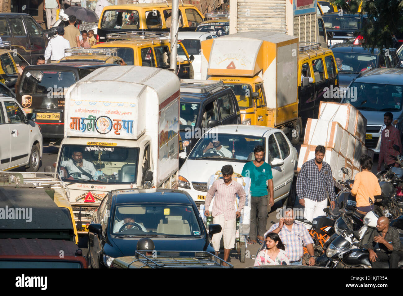 traffic jam in india Thousands of exasperated indian motorists found themselves stranded in a 26- lane traffic jam outside the capital new delhi this week.