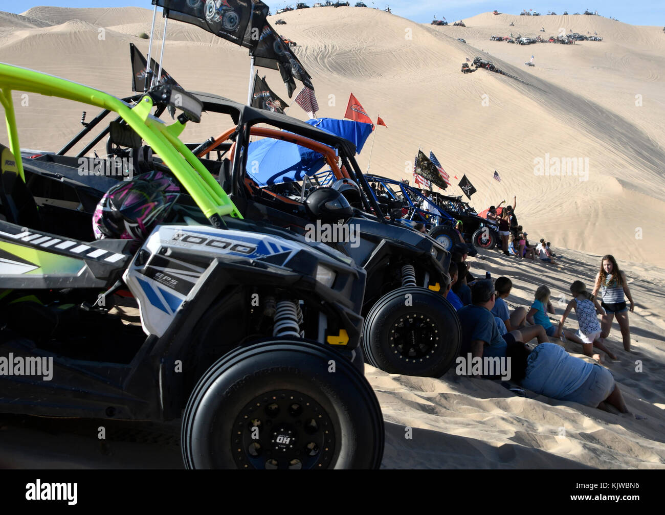 Nov Glamis CA Offroaders Look For Any Shade In The - Glamis dunes weather