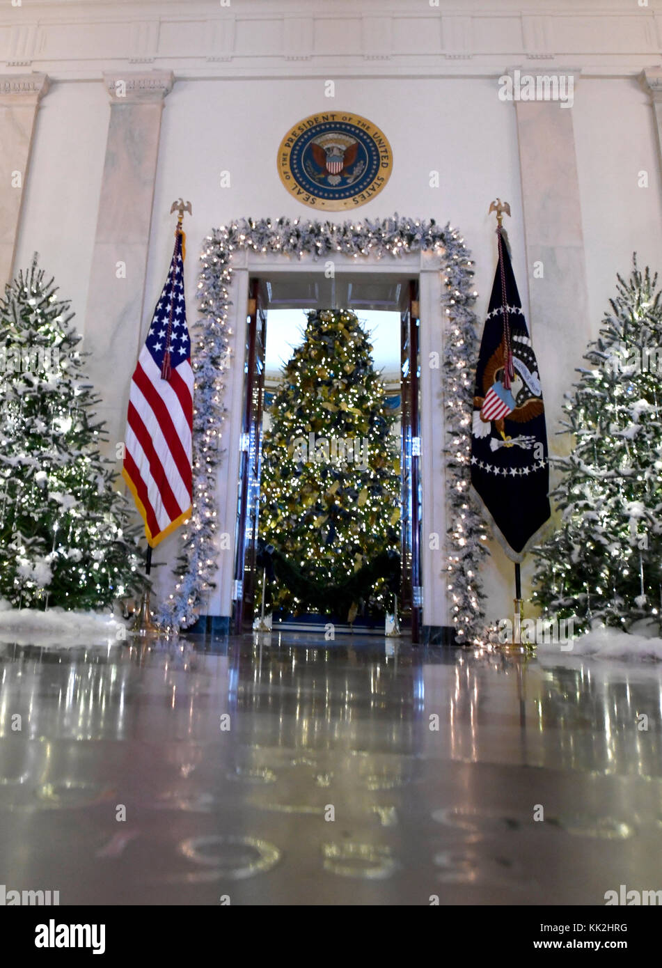 the 2017 white house christmas decorations with the theme time honored traditions which were personally selected by first lady melania trump
