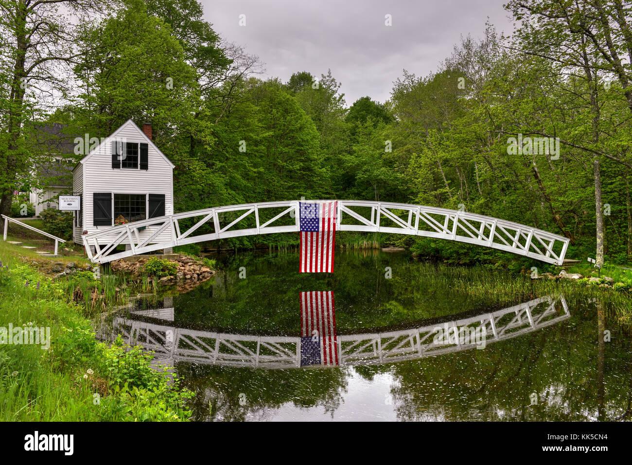 flag pond women 702 single-parent households (189 men, 513 women) 995% of residents of flag pond speak english at home 02% of residents speak spanish at home .