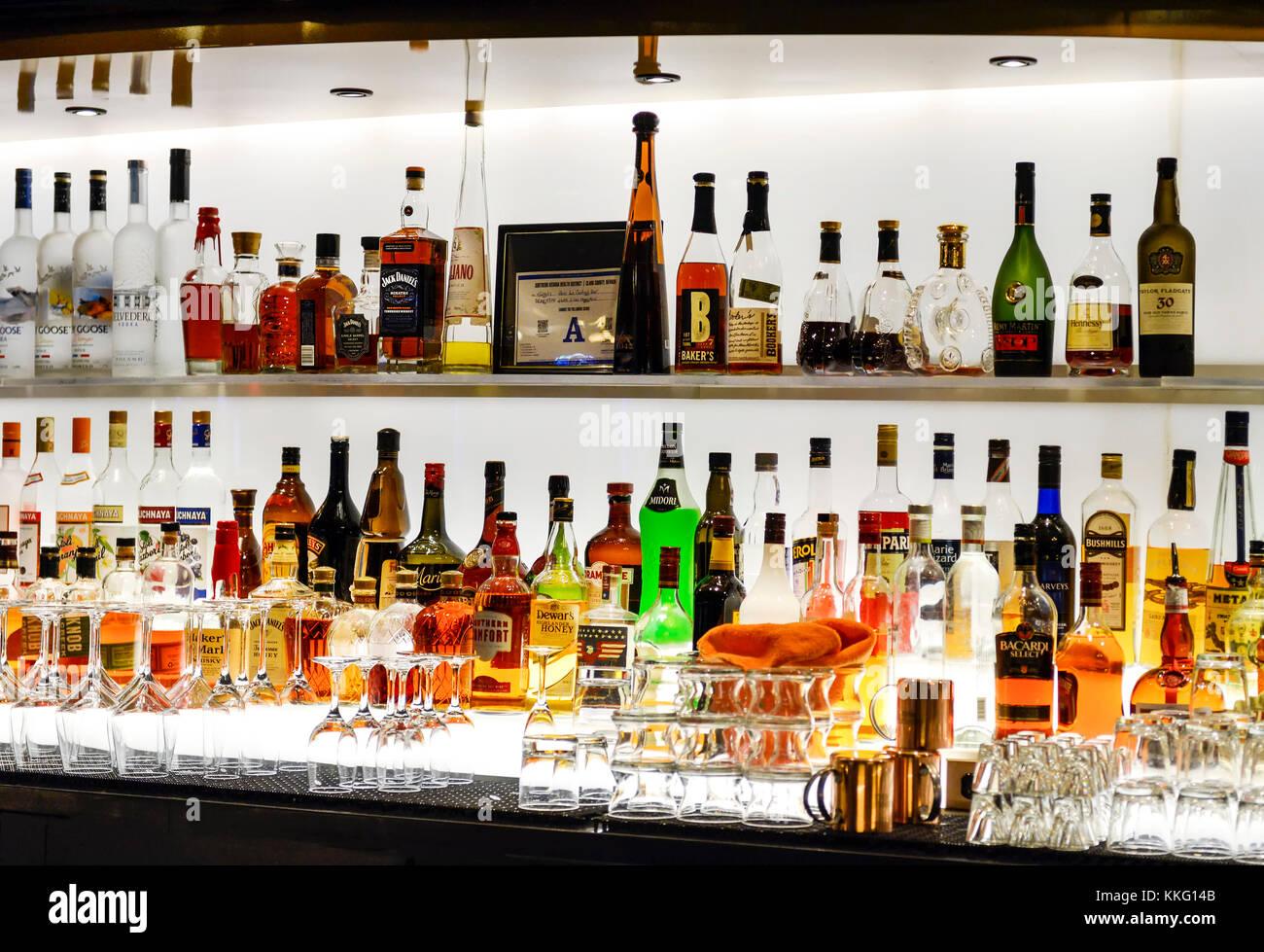 Stocked bar stock photos stocked bar stock images alamy - Bar le central ...