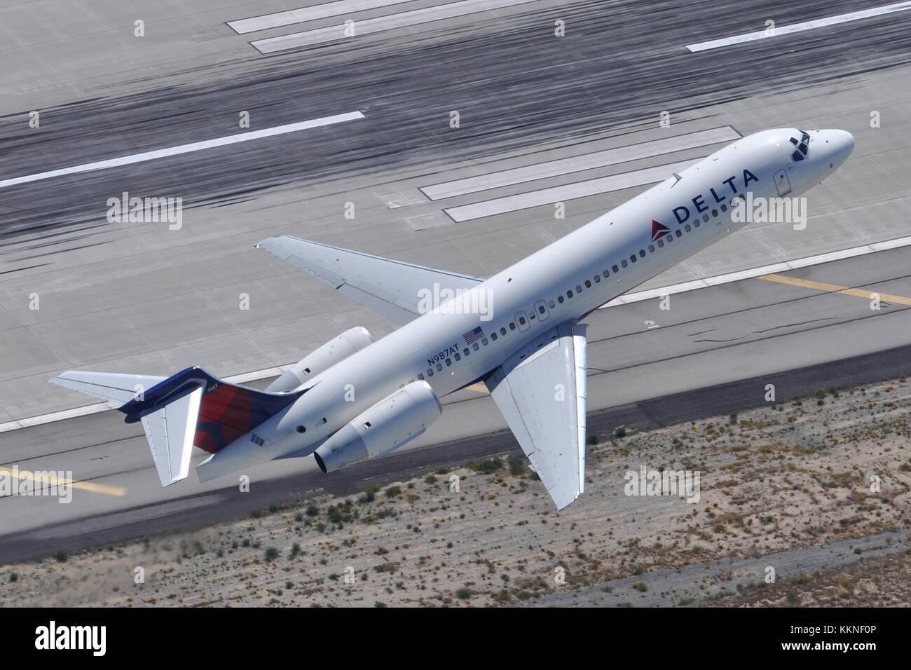 DELTA AIRLINES BOEING 717-200 N987AT AT LAX