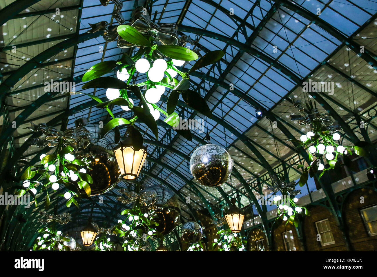 Covent Garden. London, UK. 2nd Dec, 2017. Christmas decorations and ...