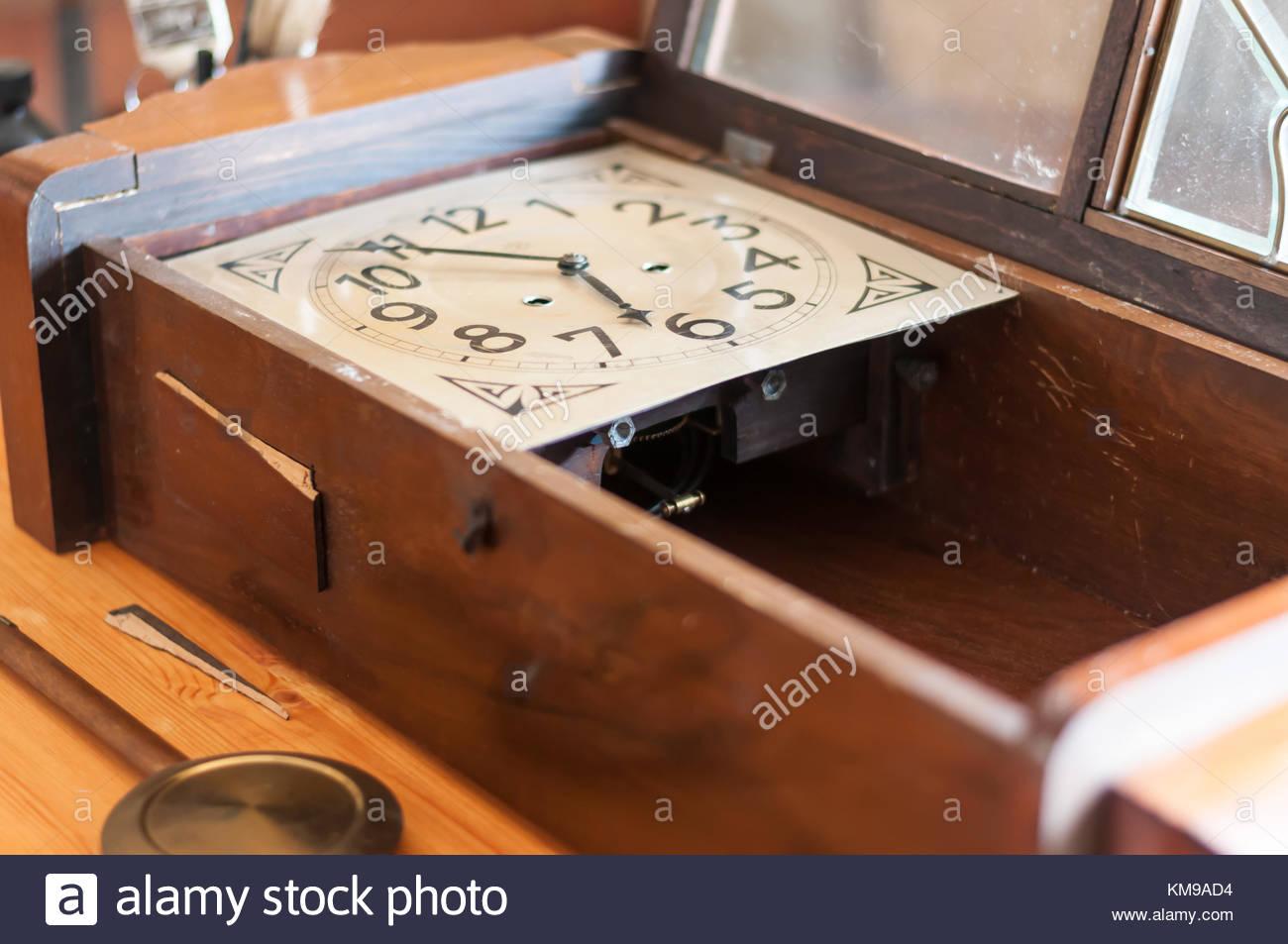 Pendulum Clock Stock Photos & Pendulum Clock Stock Images ...