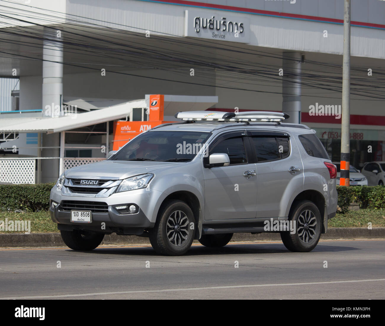 Chiang mai thailand november 28 2017 private suv car isuzu mu x chiang mai thailand november 28 2017 private suv car isuzu mu x mu x on road no1001 8 km from chiangmai business area sciox Image collections