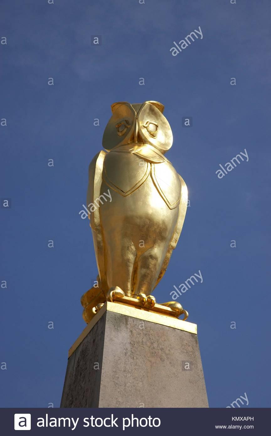 Golden Owl Symbol Of The City Leeds In West Yorkshire Uk Stock Photo