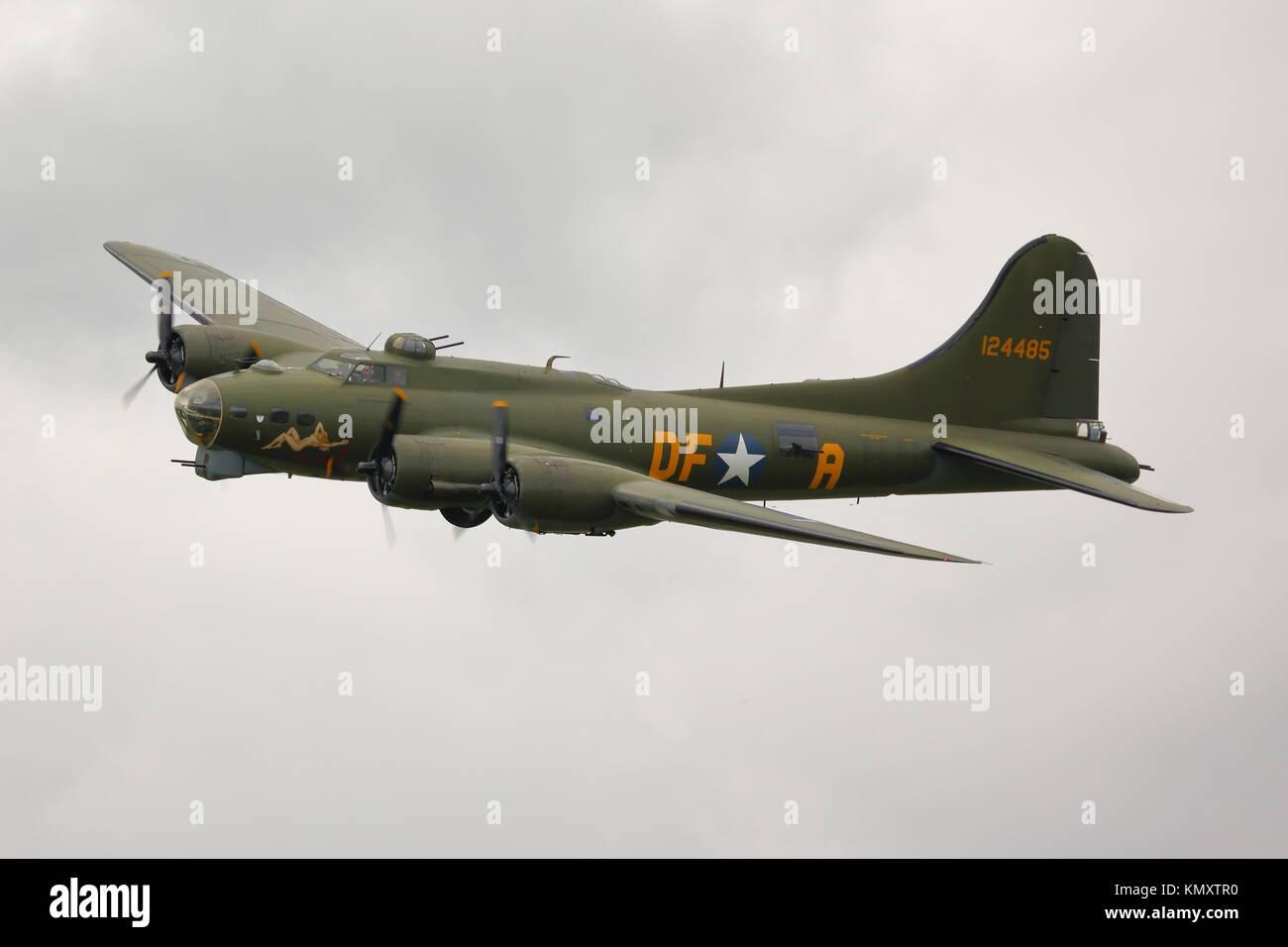 Biggin Hill Festival Of Flight >> Boeing B 17 Flying Fortress Stock Photos & Boeing B 17 Flying Fortress Stock Images - Alamy