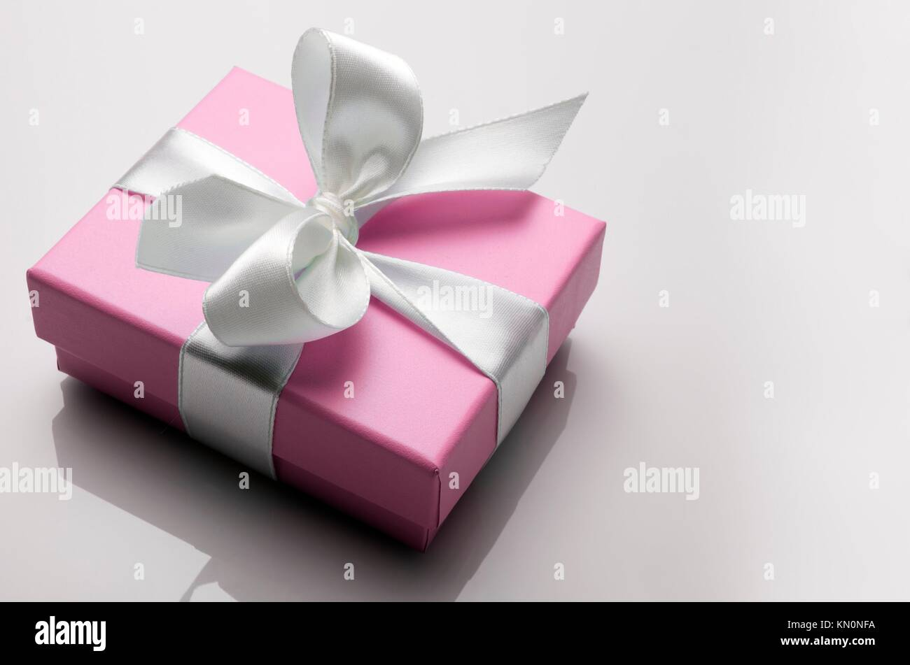 small pink box tied with a white ribbon Stock Photo: 167817982 - Alamy