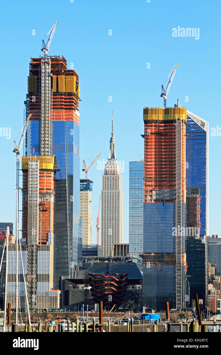 The construction of Hudson Yards framing the Empire State Building ...