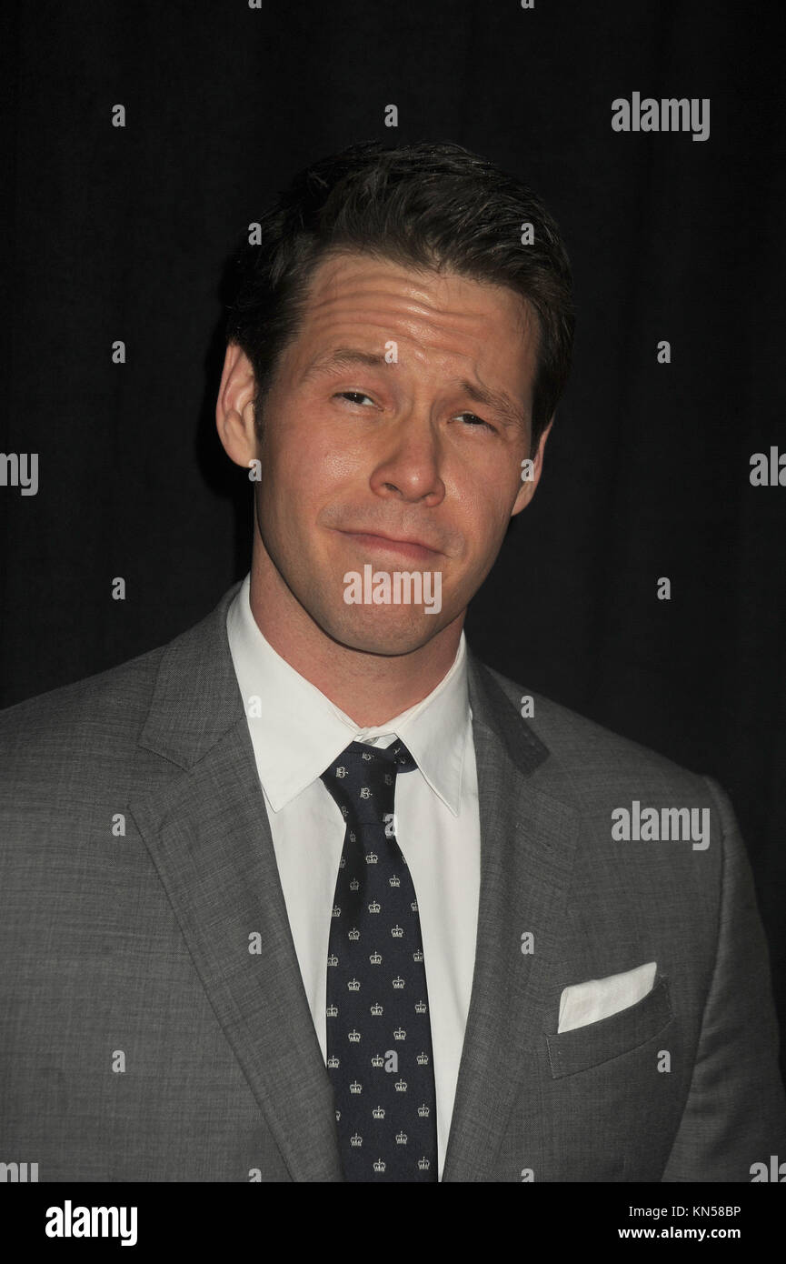 New York Ny December 08 Ike Barinholtz Attends The Sisters New