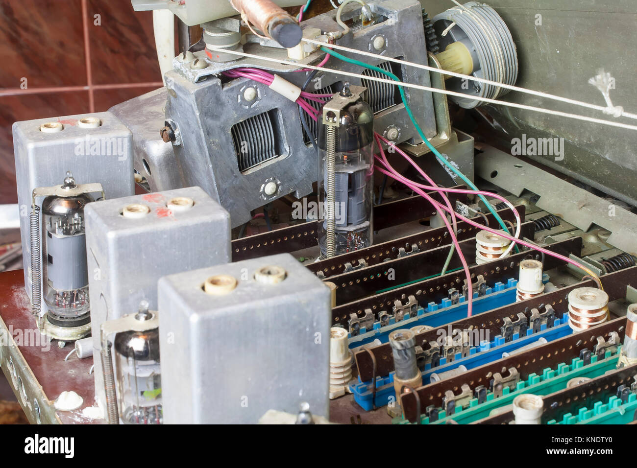 Inside Of The Old Vintage Lamp Radio Stock Photo 168106036 Alamy Antique Wiring