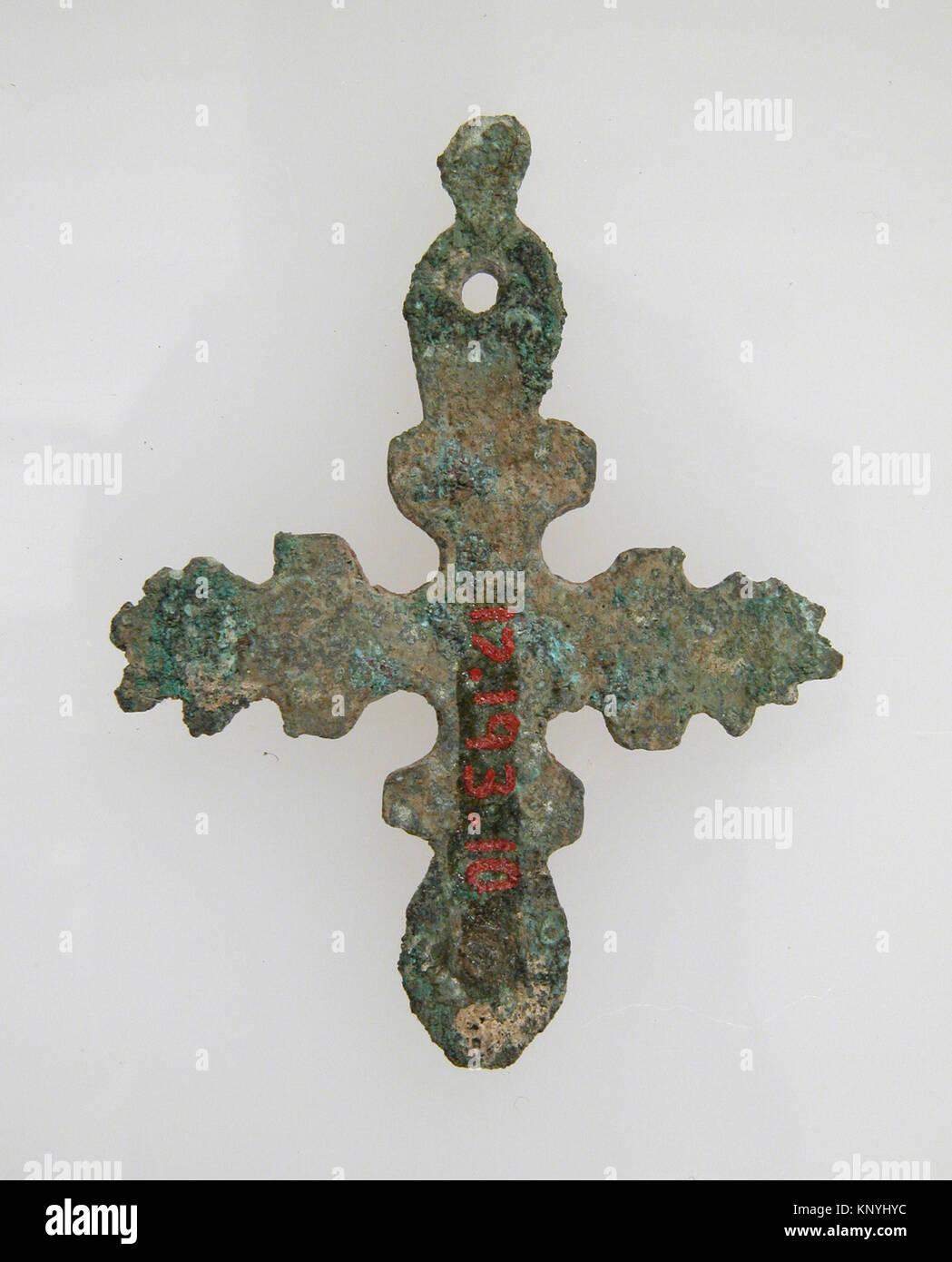Cross met sf17 193 10s2 465405 frankish cross 500600 copper cross met sf17 193 10s2 465405 frankish cross 500600 copper alloy overall 1 916 x 1 316 x 116 in 4 x 3 x 01 cm the metropolitan museum of art buycottarizona Image collections