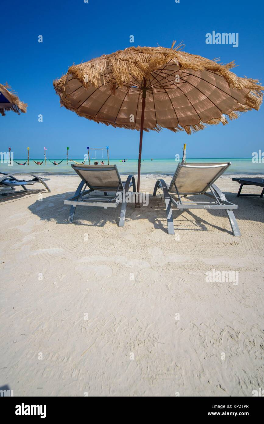 Chaise longue stock photos chaise longue stock images for Beach chaise longue