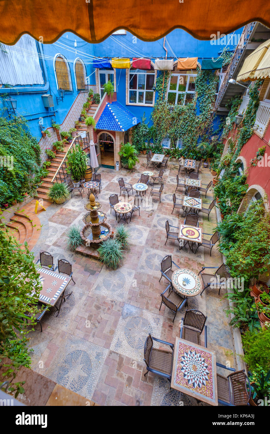 How to decorate the courtyard of a private house with your own hands - ideas from unnecessary things 24