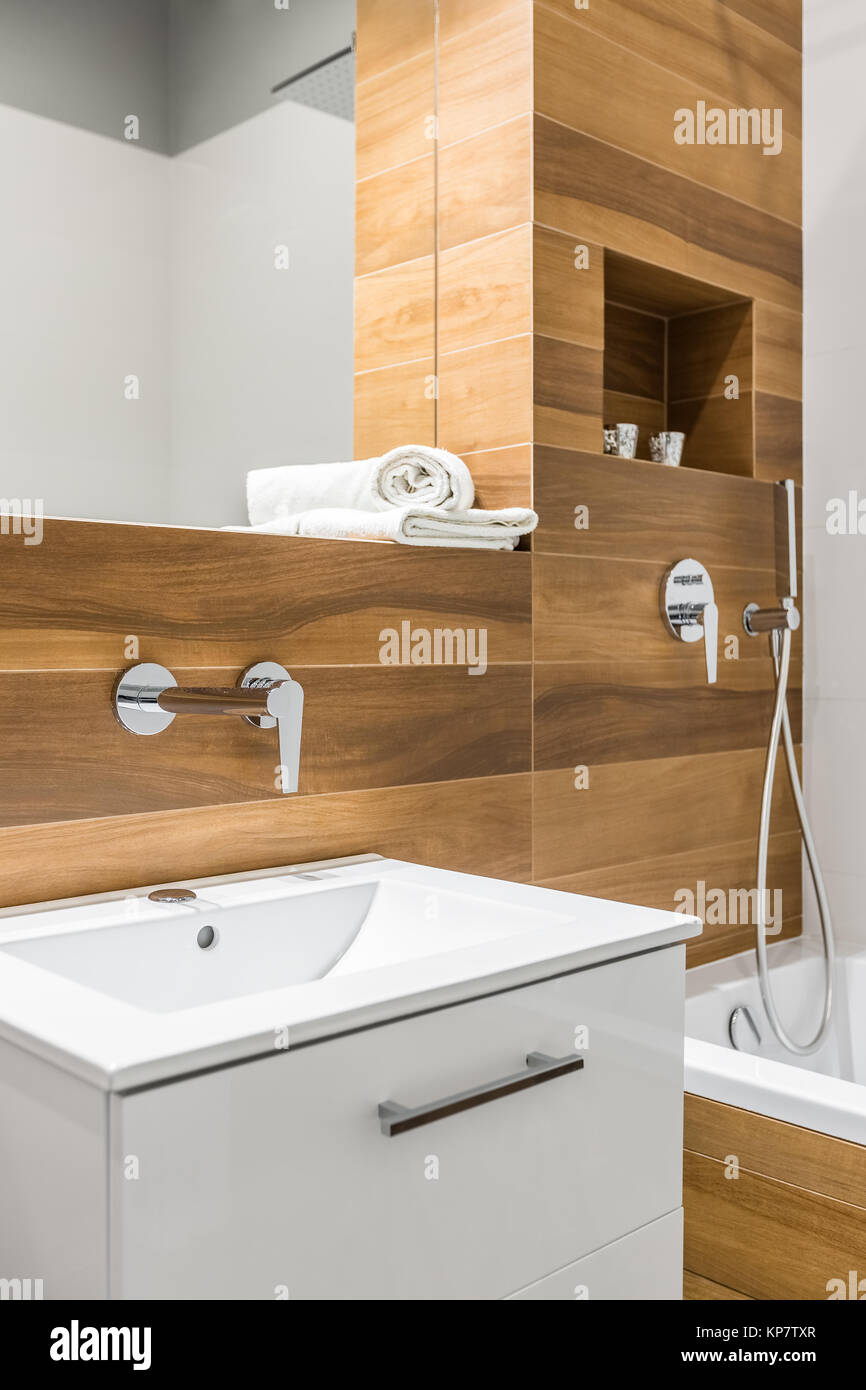 Wooden tiles in bathroom with bathtub, sink and mirror Stock Photo ...