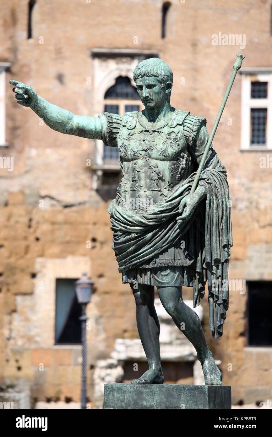 Caesar Statue Rome Stock Photos Amp Caesar Statue Rome Stock