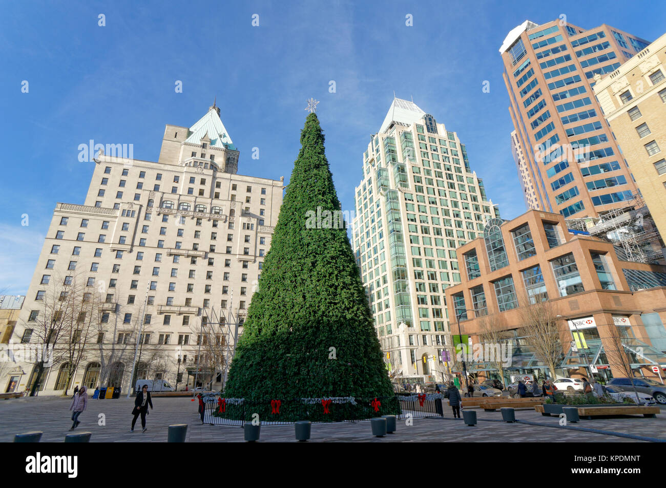 giant-artificial-christmas-tree-2017-out