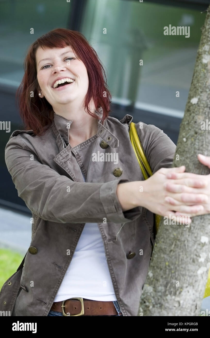 model released lachende rothaarige frau 25 laughing woman stock image - Rosa Krbislampe