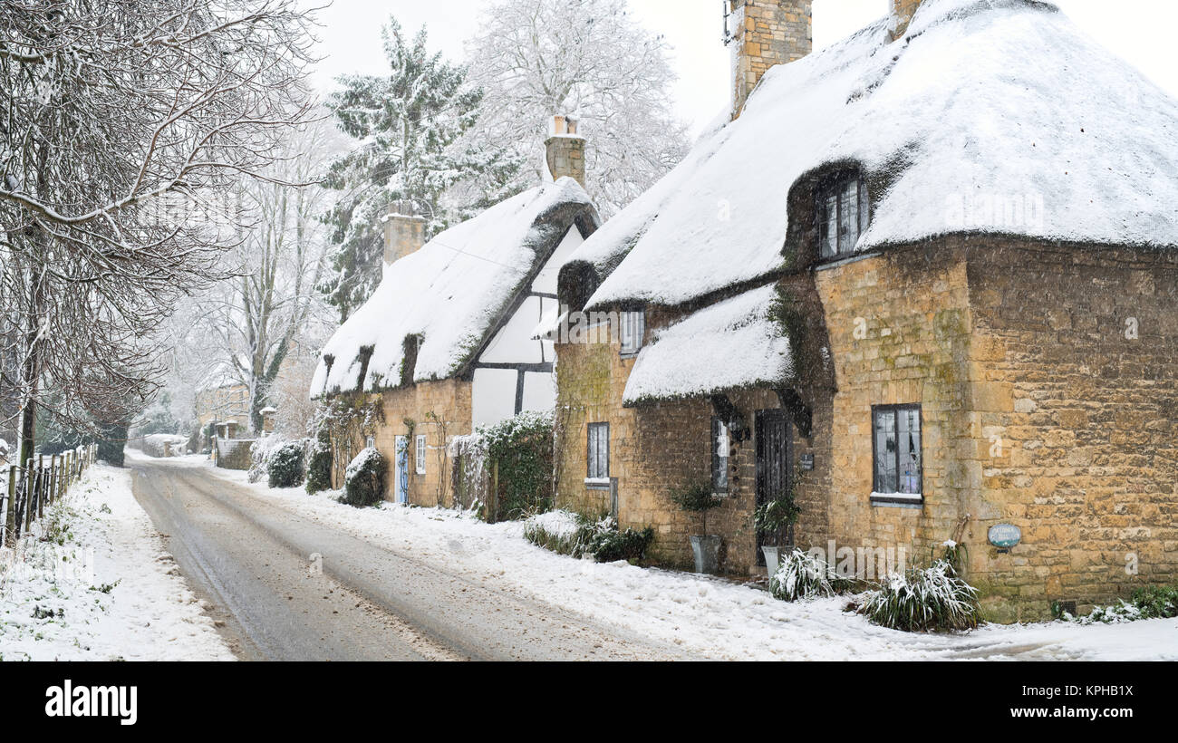 Thatched Cottage England Snow Stock Photos Amp Thatched