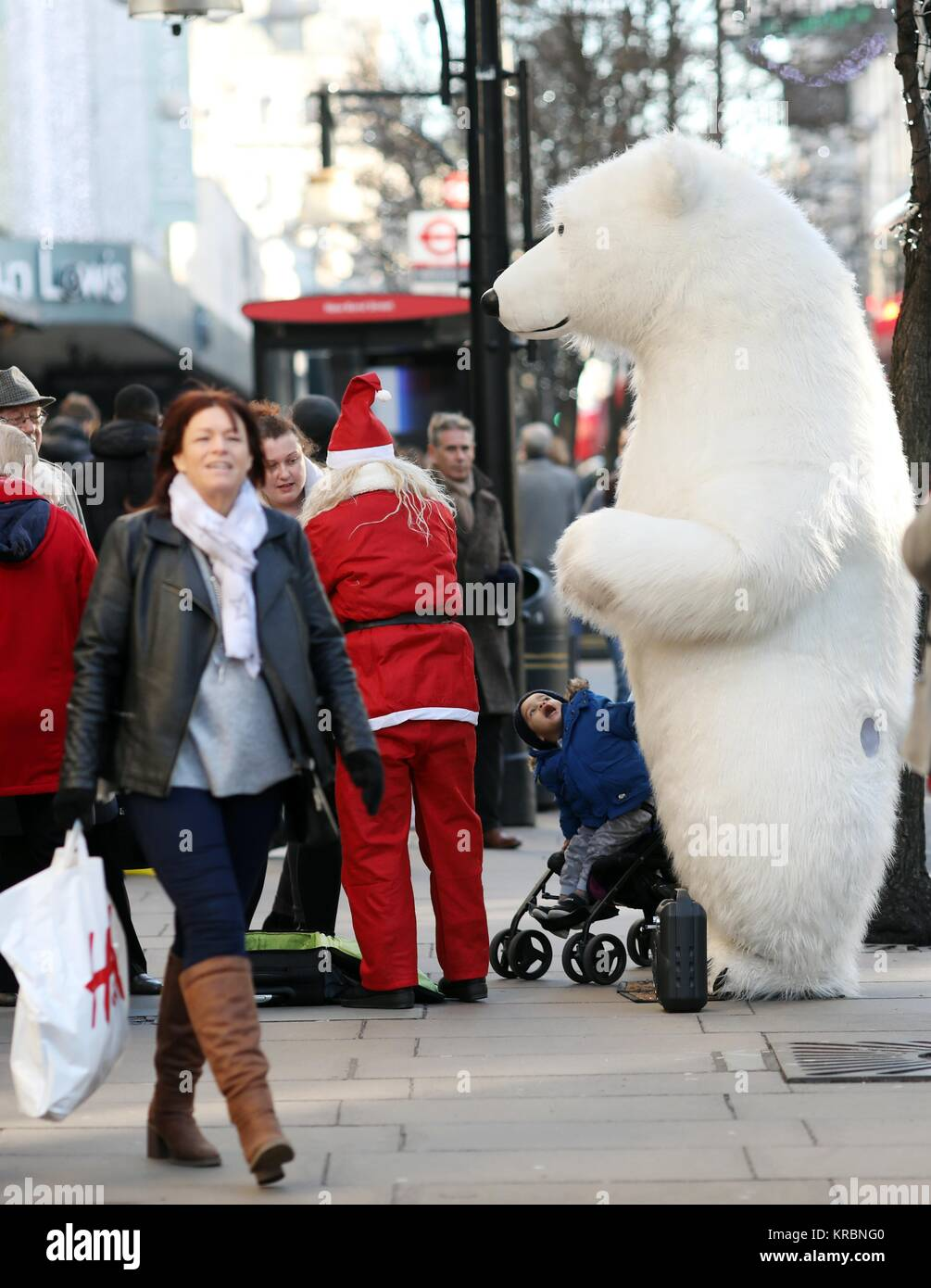 Pic shows: Christmas shopping in Oxford Street today 18.12.17 Stock ...