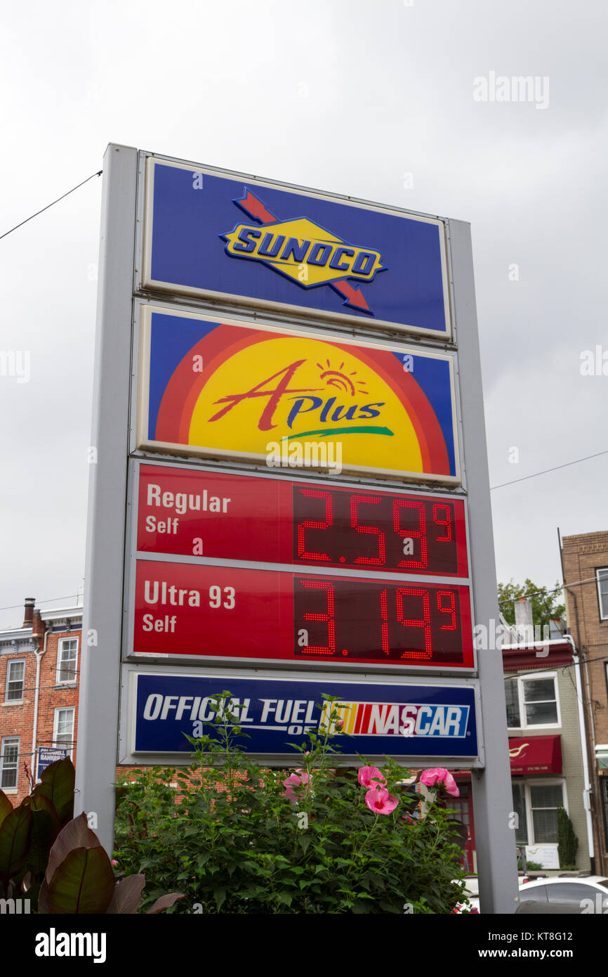 Sunoco Gas Station Stock Photos & Sunoco Gas Station Stock ...