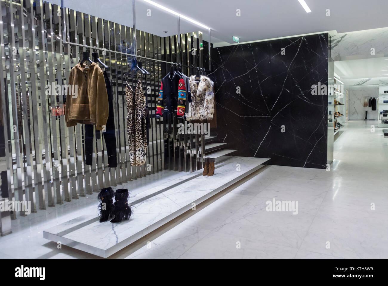 Célèbre Boutique Yves Saint Laurent Stock Photos & Boutique Yves Saint  XW05