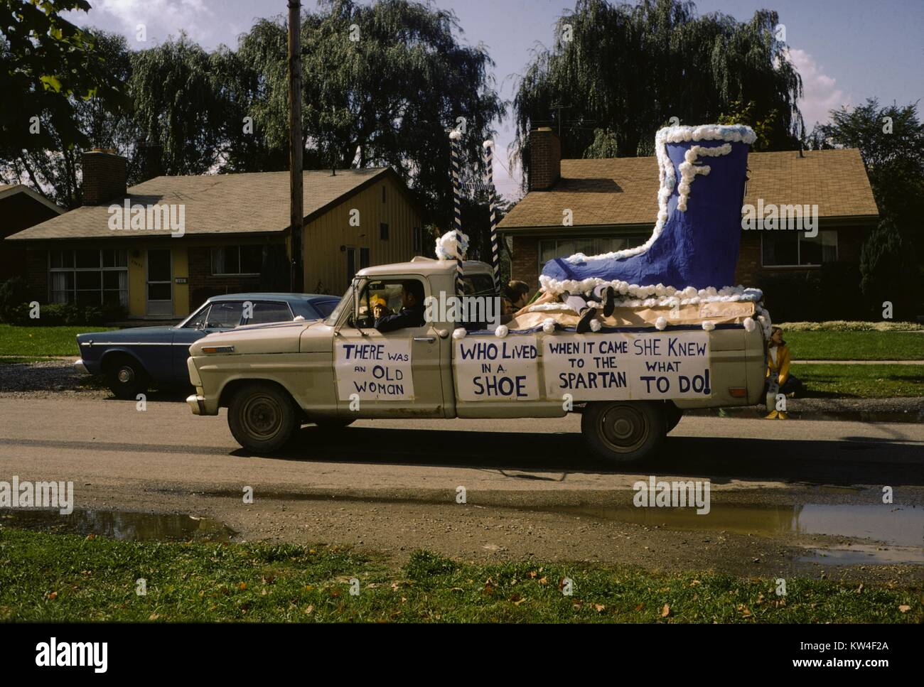 High school football parade float built in the back of a pickup ...