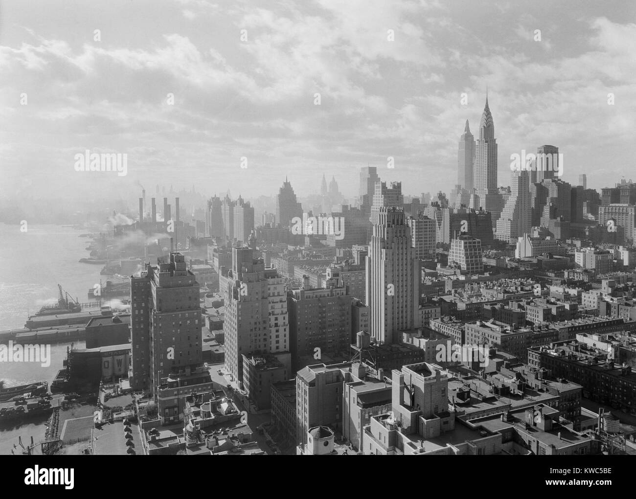 View Of Midtown Manhattan From The 27th Floor Of U0027River Houseu0027, A  Prestigious Apartment Building. Dec. 15, 1931. At This Time Block Near The  East River Were ...