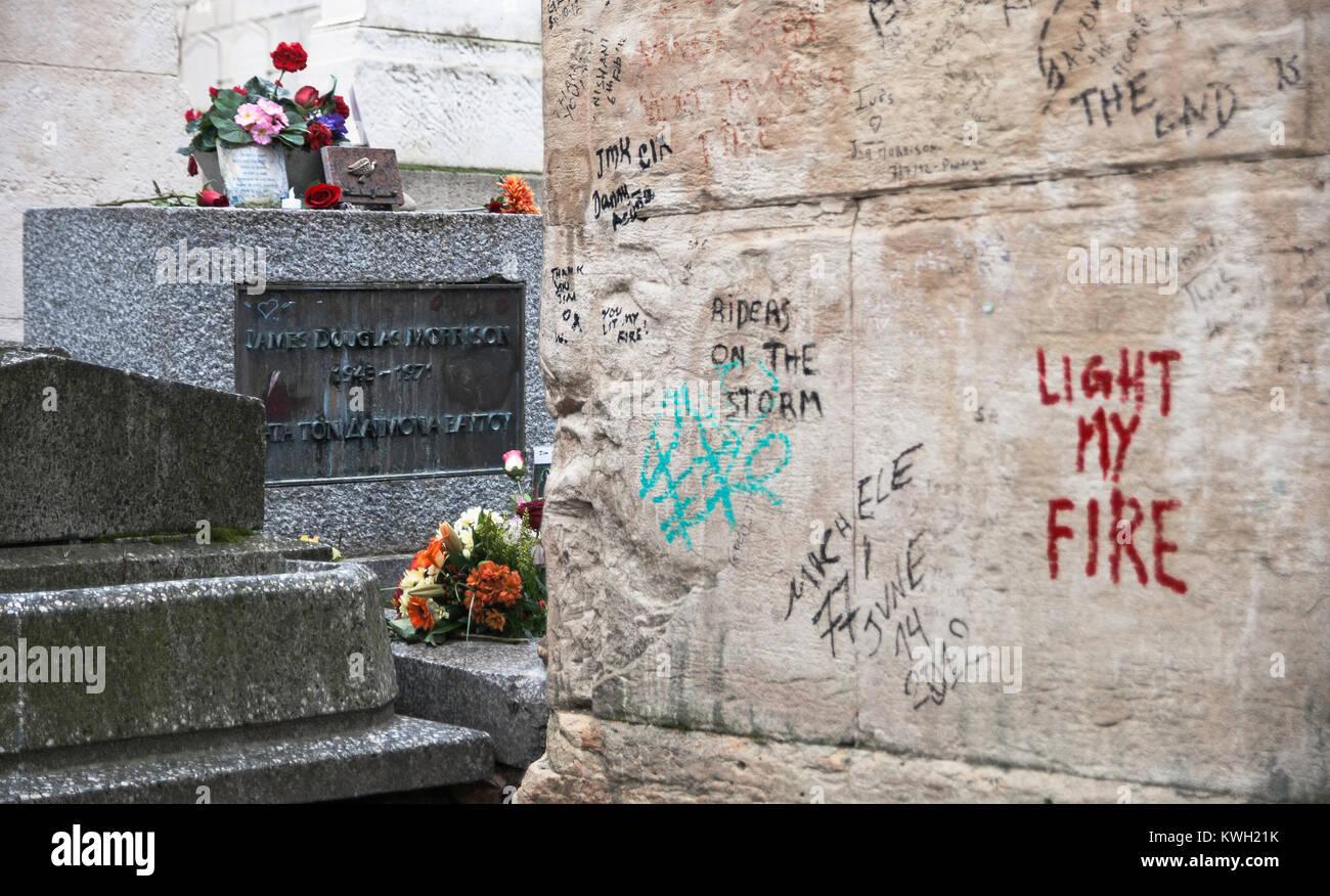 Pere Lachaise Graveyard Stock Photos & Pere Lachaise ...
