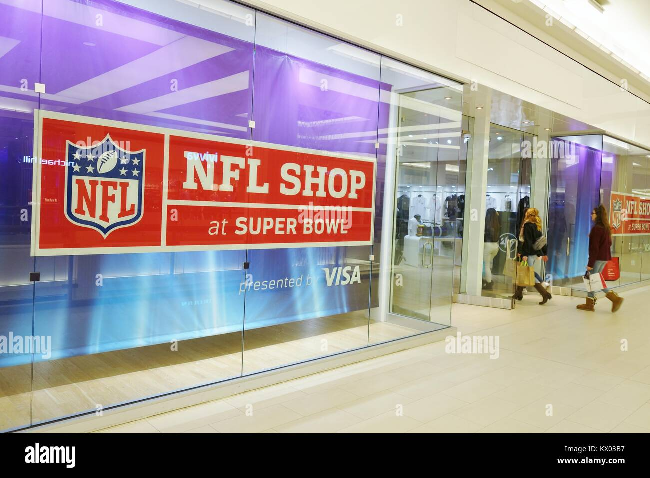 huge selection of a70c1 a3e34 Shoppers entering the NFL shop, at the Mall of America in ...