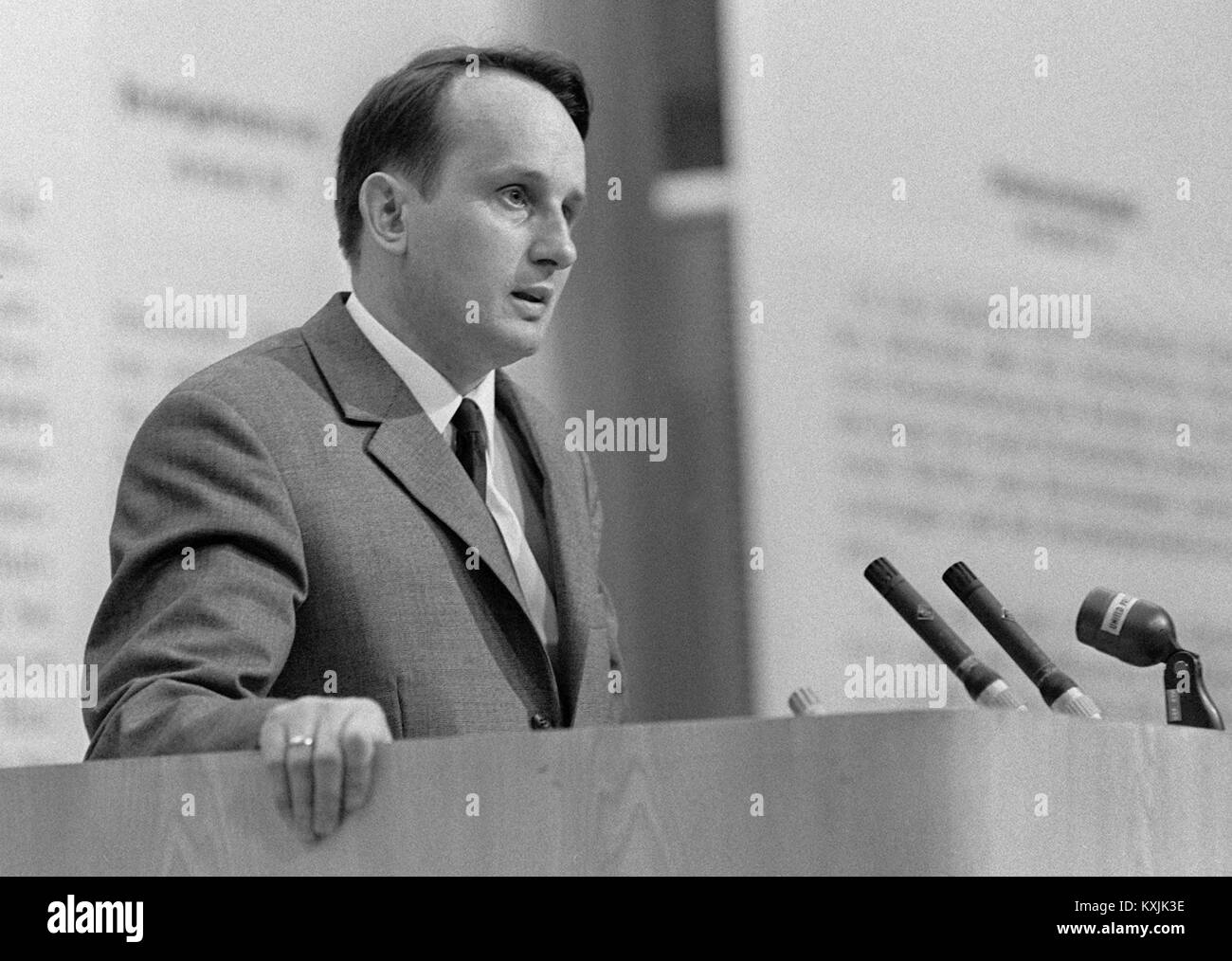 Rolf Frankfurt author rolf hochhuth on 28 may 1968 at an event against the german