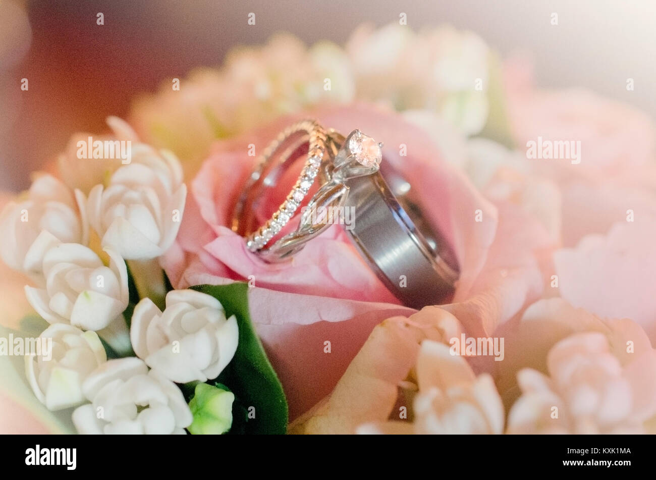 wedding rings on brides bouquet Stock Photo: 171292810 - Alamy