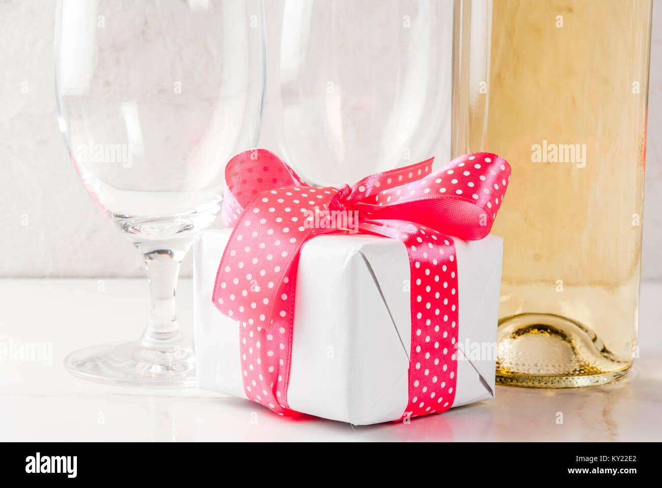Glasses Wine Bottle Stock Photos & Glasses Wine Bottle Stock Images ...