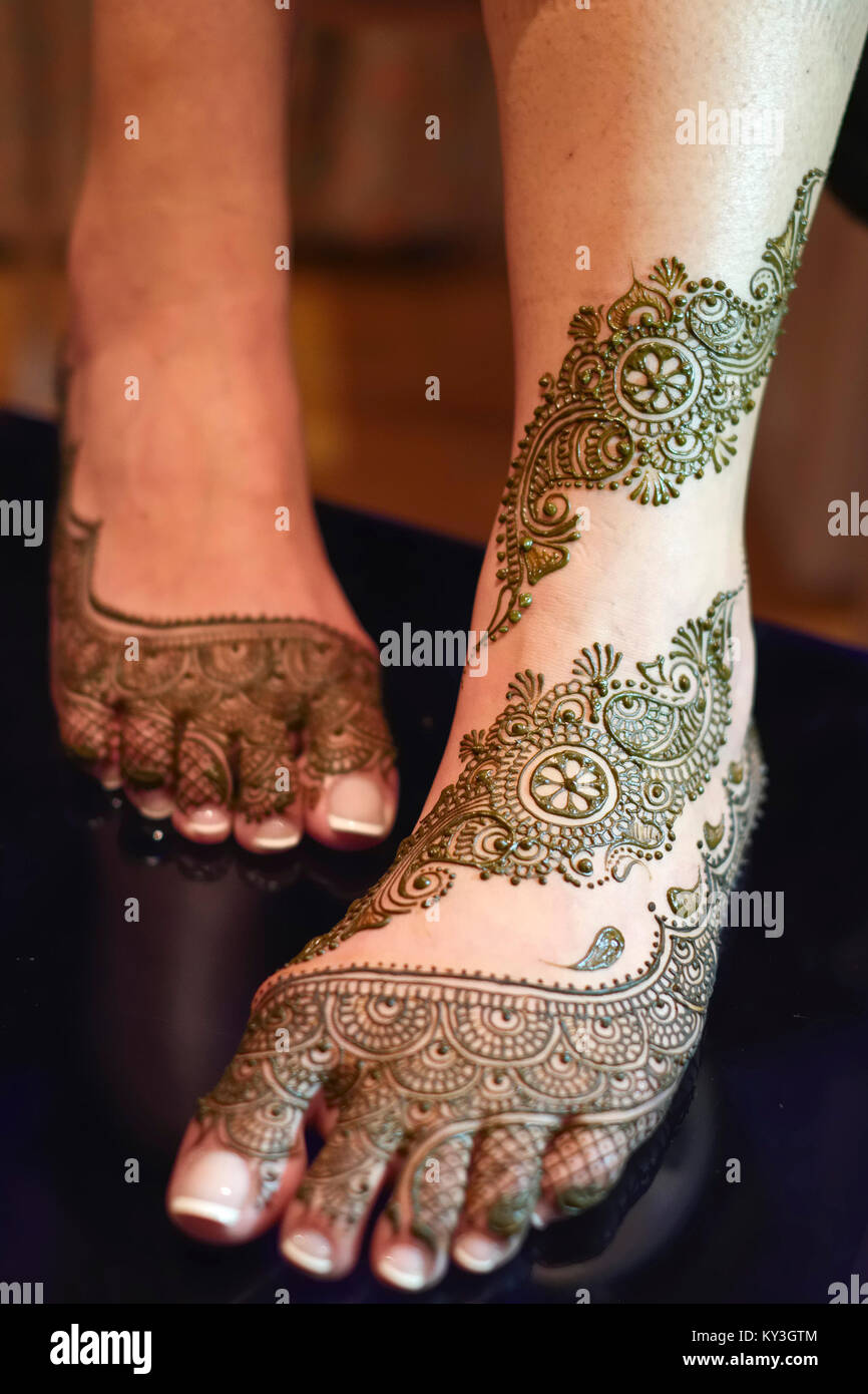 Mehndi Designs On Foot And Legs Of Bride For Indian Sikh Wedding