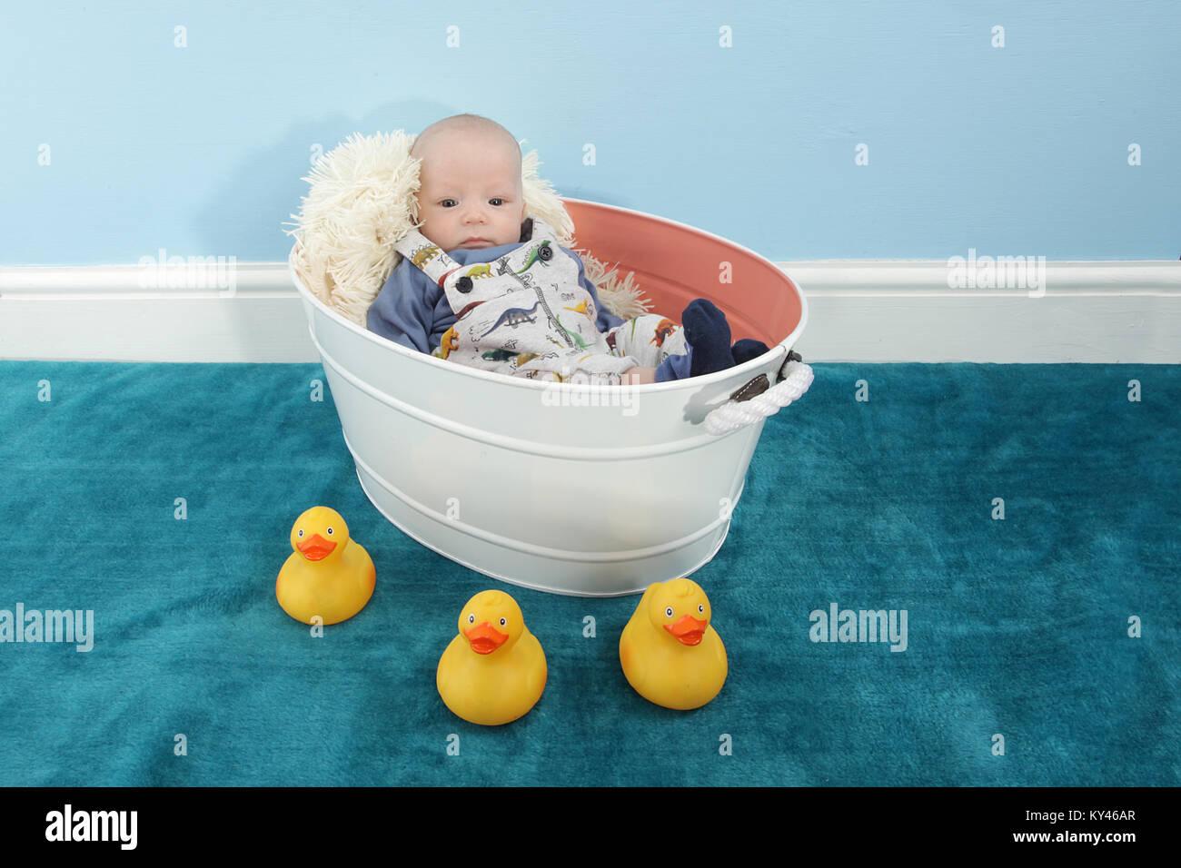 Tin Bath Tub Stock Photos & Tin Bath Tub Stock Images - Alamy