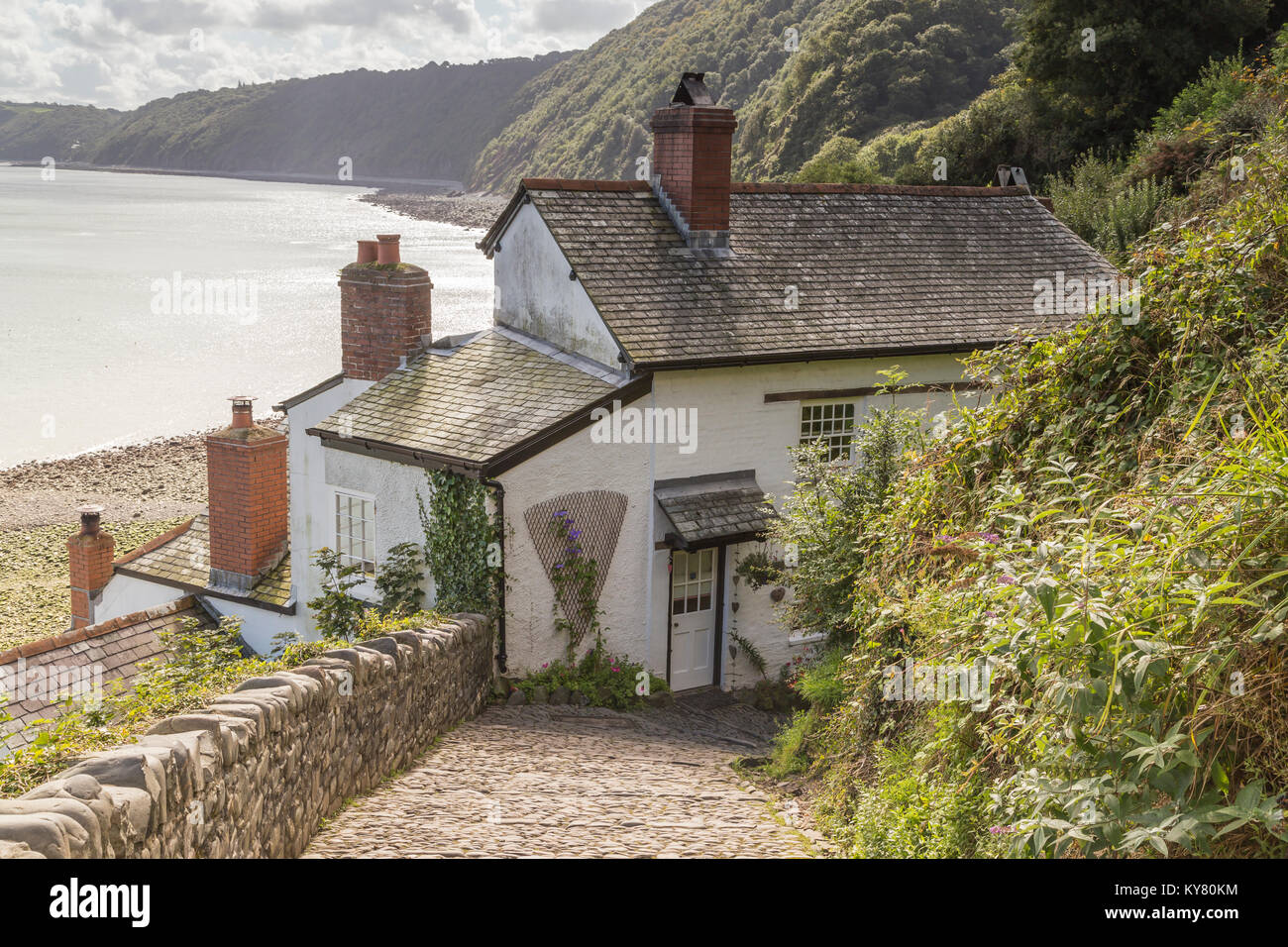 a-beautiful-cottage-by-the-beach-in-clovelly-north-devon-england-uk