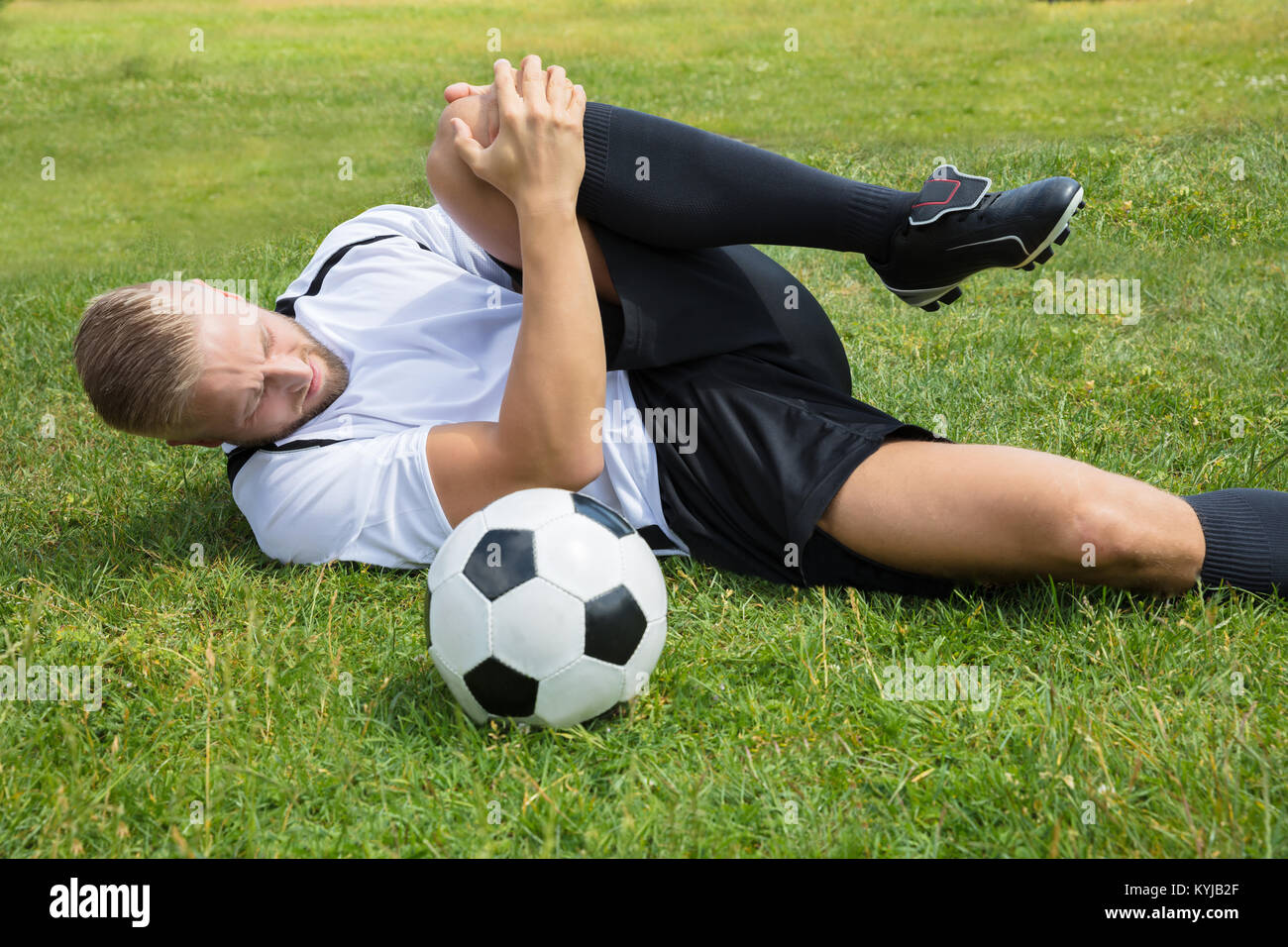 knee injury football stock photos  u0026 knee injury football stock images