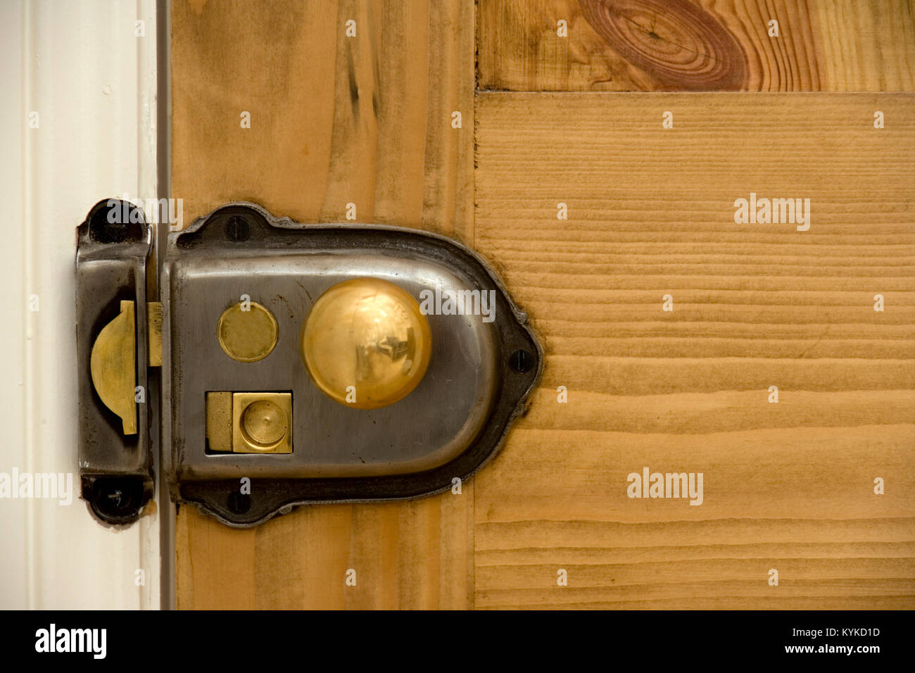 Old Style Door Knob On A Closed Door Stock Photo 171916345 Alamy