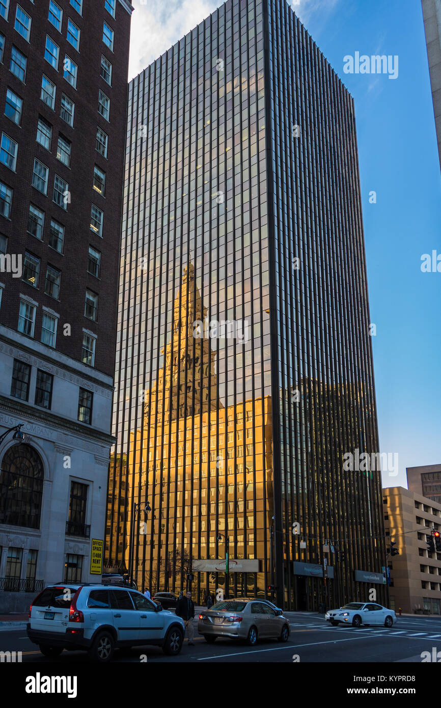 Image of: Couple Reflection Of The Old Travelers Insurance Building In The New Travelers Insurance Building Alamy Reflection Of The Old Travelers Insurance Building In The New Stock