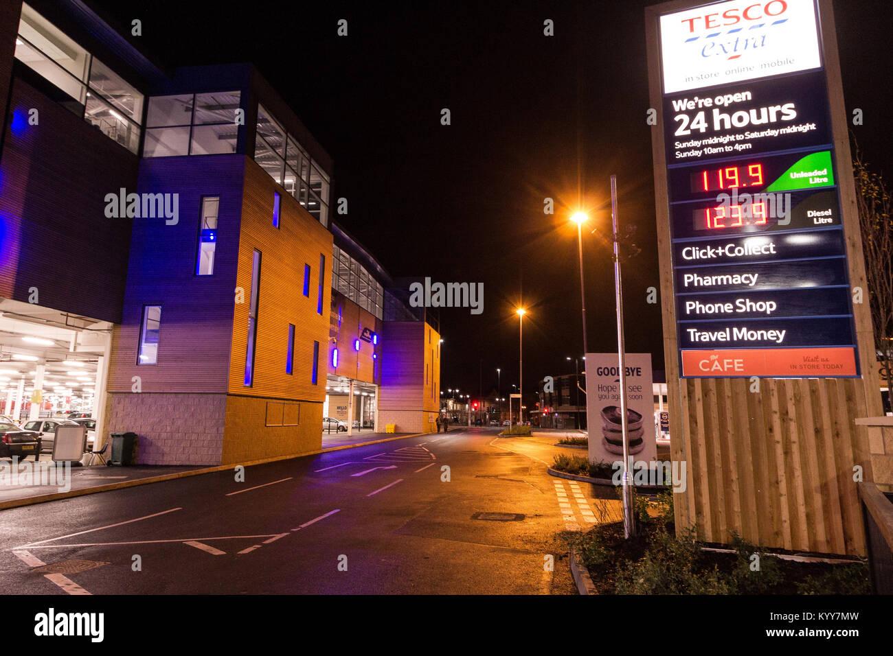 Petrol station uk night stock photos petrol station uk night stock images alamy - Esso garage opening times ...