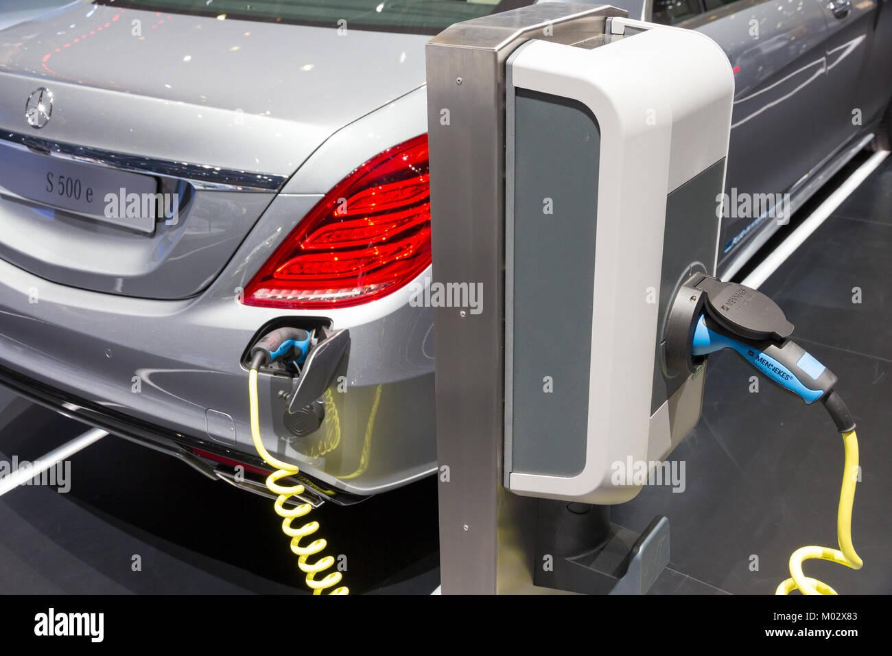 GENEVA, SWITZERLAND - MARCH 3, 2015: Mercedes-Benz S500 Plug-In ...